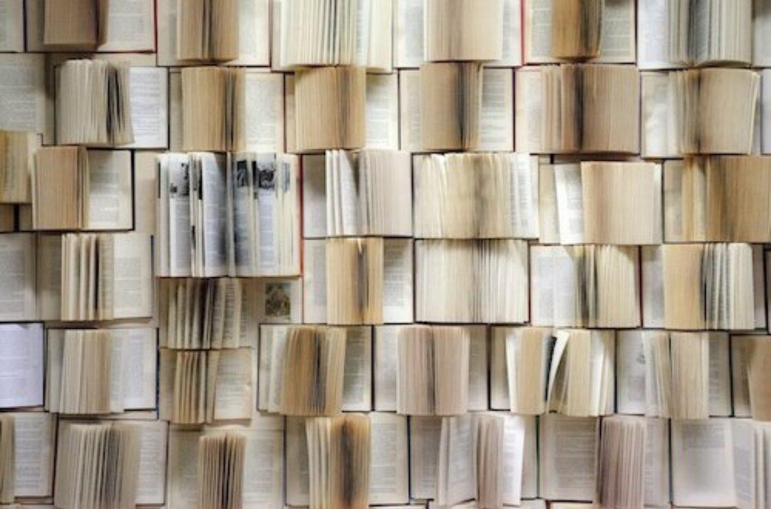 Book wall 1151405 1280